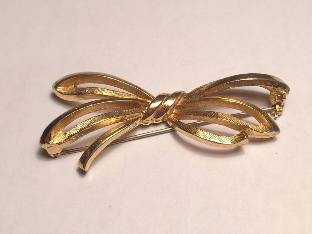 Pins Jewelry 1930s Coro Gold Toned Bow Tie Pin Brooch Broach Vintage